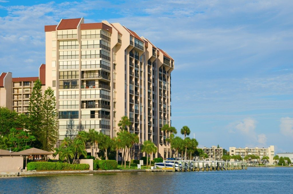 Beautiful waterside waterfront condominum